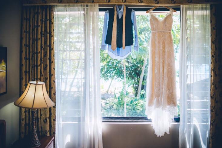 ドレスや小物関係は全てお持込み自由、お持ち込み料は頂いておりません。